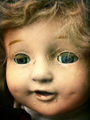 Creepy-Doll-With-A-Lazy-Eye