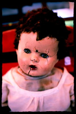 creepy-doll-with-cracked-face