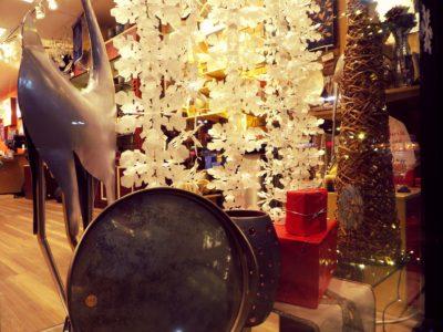 holiday-store-window