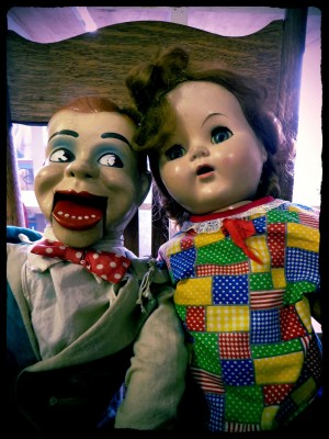 pair-of-creepy-dolls